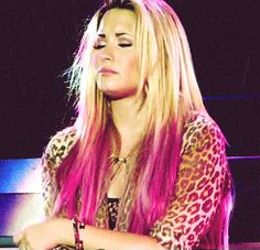 I WANT TO CRY CAUSE SHE CRYING GAHHH :'(