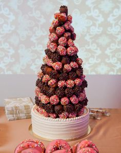 10 Scrumptious Doughnut Displays From Weddings We Love | TheKnot.com