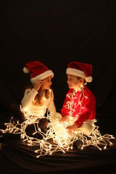 cool sibling photo idea with Christmas lights