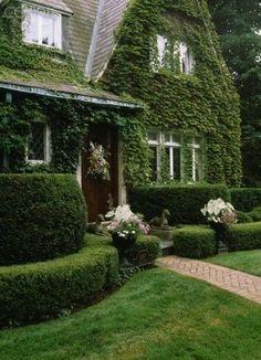 Tudor Cottage, Tudor House, Cottage Homes, Cottage Style, Beautiful Gardens, Beautiful Homes, Backyard Paradise, Tudor Style, Facade House