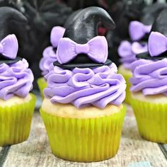 Easy cake decorating to create some witch themed cupcakes with hats on for Halloween. The perfect none spooky pretty cupcakes for parties and treats. #Halloweenrecipe #Halloweencupcakes #cupcakedecoration #halloween #rainydaymum Halloween Cupcakes Easy, Halloween Party Treats, Halloween Activities, Pretty Cupcakes, How To Make Cupcakes, Fun Cupcakes, Easy Family Meals, Kids Meals, Easy Cupcake Recipes