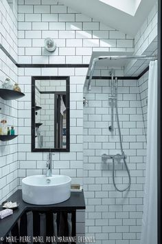 It's almost impossible not to love French interior design. If you adore walking along romantic Parisian streets, watching French comedies, having famous ✌Pufikhomes - source of home inspiration Small Attic Bathroom, Simple Bathroom, Bathroom Ideas, French Interior Design, French Interiors, Espace Design, Small Apartment Design, Shower Screen, Tiny Spaces