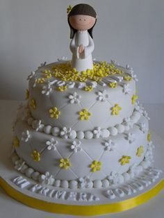 first communion cake Cake Icing Tips, Fondant Cakes, Cupcake Cakes, Pretty Cakes, Beautiful Cakes, Amazing Cakes, First Communion Cakes, Première Communion, Religious Cakes