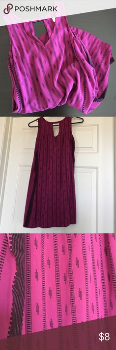 Old Navy Petite Dress Petite Dress that comes just several inches above knee. Aztec tribal print black on maroon. Super comfy fit with triangle back opening. Old Navy Dresses Midi