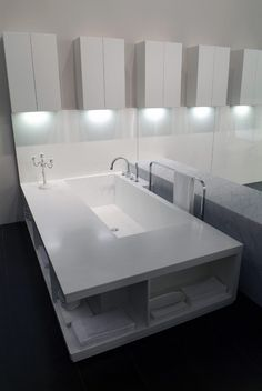Minimal bathtub in white Corian by Italian brand Rifra #bathroom