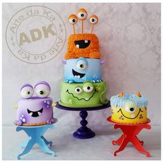 birthday cake decorating ideas for adults - happy birthday cake Monster Birthday Cakes, Monster Birthday Parties, First Birthday Parties, 2nd Birthday, Monster Cakes, Birthday Ideas, Alien Cake, Halloween Torte, Little Monster Birthday