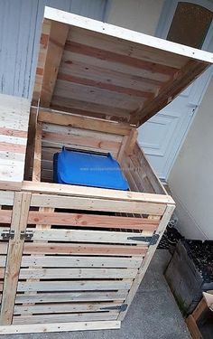 upcycled wooden pallet trash can cover