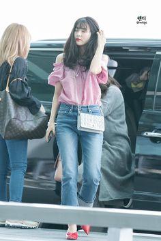 Kpop Fashion, Asian Fashion, Boho Fashion, Fashion Models, Girl Fashion, Fashion Dresses, Fashion Tips, Airport Fashion, College Fashion