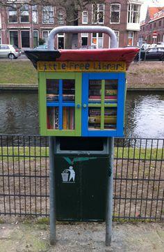 Fijne boekenplek: Little Free Library in Den Haag. I really like the garbage can underneath too.
