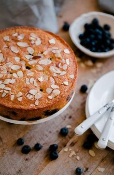 Blueberry Almond Tea Cake - simple blueberry almond cake made with whole grain flour and studded with sliced almonds! Frosting Recipes, Dessert Recipes, Cheesecake Recipes, Healthy Desserts, Brunch Recipes, Almond Tea, Tea Cakes, Bundt Cakes, Cake Tasting