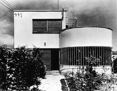 Farkas Molnár - house on letjő street, budapest, 1932 Bauhaus Building, Art Deco Bauhaus Architecture, Contemporary Architecture, Architecture Design, Building Images, Building Art, Bauhaus Building, 60s Art, Streamline Moderne, Art Deco Home