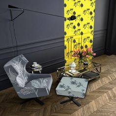 Try a black FOLUX on a bright yellow strip with beautiful dark grey walls and an armchair in FLOWDONES/ intenta con un FOLUX negro sobre una tira de amarillo intenso con hermosas paredes en gris y una poltrona en FOLUX #lottihaeger #architecture #arquitectura #casa #color #design #diseño #decoración #decoration #färg#fabric#inredning #möbler #patrones #patterns #telas #tyger #tissus #textiles#furniture