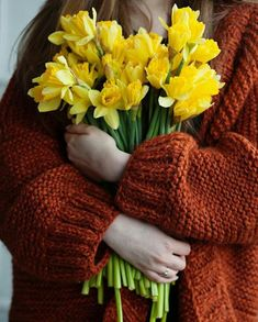 """sallyeidson: """" Daffodils are the first sign of Spring. However, we have a few weeks until that day~ Sally 🌷🌼🌸 """" Flower Girl Photos, Girls With Flowers, Flowers For You, Love Flowers, My Flower, Spring Flowers, Beautiful Flowers, Spring Photography, Girl Photography Poses"""