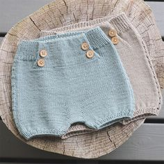 Photos and Videos - fra høst og vinterheftet vårt :] - Baby Cardigan, Baby Pullover, Knitted Baby Clothes, Crochet Clothes, Knitting For Kids, Baby Knitting Patterns, Brei Baby, Diy Shorts, Romper Pattern