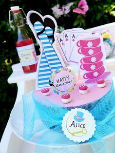 "Alice in Wonderland Inspired ""Un-Birthday"" Tea Party Ideas and DIY Decorations - BirdsParty.com"