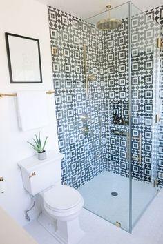 48 Classy And Modern Bathroom Shower Tile Ideas 2019 Classy And Modern Bathroom Shower Tile Ideas 35 The post 48 Classy And Modern Bathroom Shower Tile Ideas 2019 appeared first on Shower Diy. Budget Bathroom Remodel, Bathroom Renovations, Small Shower Remodel, Bad Inspiration, Bathroom Inspiration, Bathroom Inspo, Beautiful Bathrooms, Modern Bathroom, Minimalist Bathroom