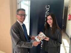 Laura ha sido la ganadora del sorteo que realizamos a través de Instagram con motivo de la feria Satelec. Ya ha recogido su premio: un pack de exeriencias para dos personas. ¡Enhorabuena!  #Concurso #Premio #Universidad #Satelec