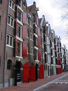 Pakhuizen aan de Brouwersgracht in Amsterdam. In zo'n soort pakhuis gaf ik interieuradvies in een moderne design stijl.
