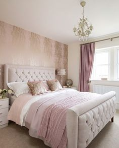Let's end with an opulent bedroom inspiration where the grey upholstered bed matches with the uncompromising pink tones of the bed. Metallic shades on the wallpaper and pillows bring some extra glit