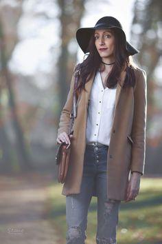 tenue hiver manteau camel capeline chapeau noir