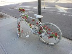 qreen-tea: stayings: Ghost bikes are white painted bikes used as roadside memorials for cyclists who have been killed or injured. Soft Grunge, Pale Tumblr, Blue Sargent, Art Hoe, Just For You, Vintage, Retro, Pictures, Photos
