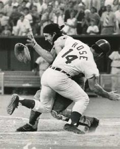 Pete Rose Collides with Ray Fosse