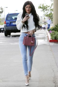 Kylie jenner's casual outfits every broke fashionista can copy right now Kylie Jenner Outfits, Moda Kylie Jenner, Trajes Kylie Jenner, Looks Kylie Jenner, Kylie Jenner Style, Kendall And Kylie Jenner, Kylie Jenner Fashion, Kyle Jenner, Estilo Kardashian