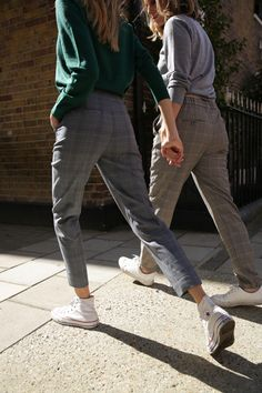 c1f5321cc8f263 Autumn London Street Style - Checkered trousers. Fall street style