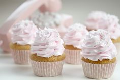 Fluffy Pure Vanilla Cupcake & Whipped Vanilla Bean Frosting...(translation tab on right)