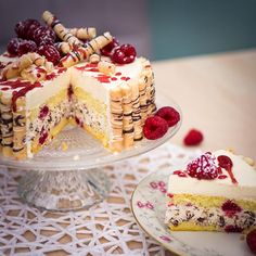 Sonntagstorte mit Stracciatellacreme und Eierlikör – Rezept mit Bild Festive cakes with picture and detailed instructions Creamy Cheesecake Recipe, Cheesecake Recipes, Dessert Recipes, Best Waffle Recipe, Chewy Gingerbread Cookies, Easy Holiday Desserts, Best Strawberry Cake Recipe, Eggnog Recipe, Liqueur