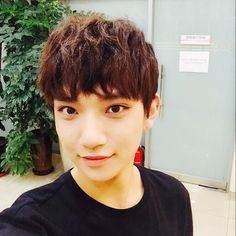 SEVENTEEN joshua his feline like eyes always get me.they also remind me of tao..