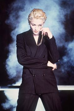 Madonna does drag Madonna Outfits, Madonna Hair, Madonna Songs, Madonna Fashion, Madonna Photos, Lady Madonna, Madonna 80s, Madonna Mode, 90s Fashion