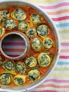 Loc Carb One Pot Rezept: Zucchini mit leckere Füllung in Tomatensoße One Pot, Decorative Plates, Eggs, Breakfast, Food, Zucchini Cake, Meal, Morning Coffee, Stew
