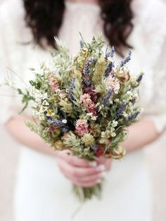 Some ideas for you rustic wedding bouquet. Bridesmaid Flowers, Bridal Flowers, Brides And Bridesmaids, Wedding Bouquets, Hand Bouquet, Dried Flower Bouquet, Dried Flowers, Floral Wedding, Rustic Wedding