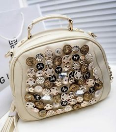 WH 053 - 180rb  Material: Kulit PU  Height: 22 cm  Length: 28 cm  Depth: 10 cm  Bag Mouth: Zipper  Long Strap: Yes  Weight: 600g  Black, Beige