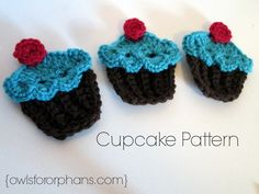 I've seen a lot of cupcake motif patterns, but this cute lacy look is new.