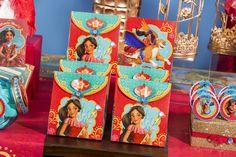 Linha Elena de Avalor - Regina Festas Birthday Box, Birthday Parties, Frozen Party, Princesas Disney, Favor Boxes, Elena Of, Party Ideas, Painting, 4 Year Anniversary