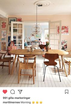 A Buenos Aires Home with A Dreamy Vintage Dining Room - Home decor scandinavian Dining Room Design, Dining Area, Kitchen Dining, Dining Table, Dining Rooms, Dining Chairs, Design Scandinavian, Home Decor Inspiration, Decor Ideas