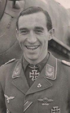 ✠ Helmut Lipfert (6 August 1916 – 10 August 1990) RK 05.04.1944 Leutnant (Kr.O.) Staffelführer 6./JG 52 17.04.1945 [837. EL] Hauptmann Kdr I./JG 53