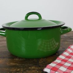 Groene emaille pannetje