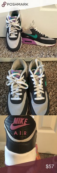 Women's AirMax Nike Tennis Shoes These are Women AirMax Nike Tennis Shoes size 6.5. They have minimal wear  to them and are in overall good condition. They are very comfortable and super cute and sporty. This is definitely a great buy ! All reasonable offers will be accepted ! 😃 Nike Shoes Sneakers