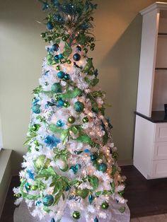 Beautiful Christmas Trees, Christmas Decorations, Holiday Decor, Christmas Photos, Blues, Xmas, Concept, Simple, Amazing