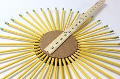 Make a wreath with pencils, a chalkboard and a yard stick to decorate for back to school or to give as a teacher-appreciation gift. Christmas Swags, Christmas Tree Wreath, Burlap Christmas, Christmas Tree Decorations, Country Christmas, Christmas Christmas, Burlap Wreath Tutorial, Diy Wreath, Classroom Wreath