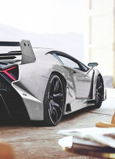 A fierce fighting bull provided the inspiration to the Lamborghini Veneno. This limited edition production car is light, powerful and incredibly powerful. Lamborghini Veneno, Lamborghini Photos, Ferrari, Supercars, Porsche 918 Spyder, Automobile, Sweet Cars, Amazing Cars, Car Car