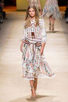 Etro The Best Looks From Milan Fashion Week: Spring 2015 Runway Fashion, Boho Fashion, Spring Fashion, High Fashion, Fashion Show, Fashion Design, Fashion Trends, Woman Fashion, Paris Fashion
