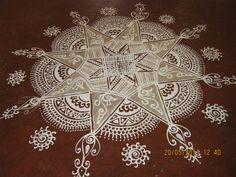 A very simple rangoli. Padi Kolam, Kolam Rangoli, Rangoli Designs Images, Beautiful Rangoli Designs, Rangoli Patterns, Sand Painting, Indian Folk Art, India Art, Simple Rangoli