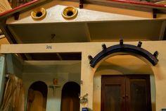 Casa de muñecas de los años 40. http://depostvent.mabisy.com/casa-de-munecas-de-los-anos-40_p760426.htm