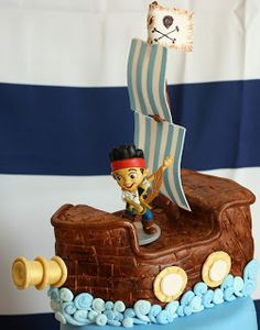 Pirate Ship topper for Jake and the Neverland Pirates Cake by Butterfly Sweets  #piratecake #pirateship #jakeandtheneverlandpirates