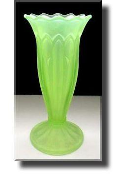 Art Deco Vaseline Glass / Uranium Glass Vase - Czech - Do you glow in the dark after handling it? Art Nouveau, Cristal Art, Glass Ceramic, Fenton Glass, Vaseline Glass, Art Deco Glass, Art Deco Furniture, Perfume, Carnival Glass
