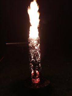 Feuersäule aus gezogenem Stahlrohr, ausgebranntes Muster freihand